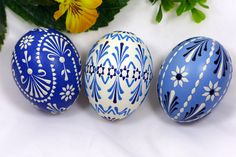 Sorbische Ostereier Techniken - Sorbische Ostereier Polish Embroidery, Happy Easter Wishes, Easter Egg Pattern, Easter Egg Designs, Diy Ostern, Egg Art, Egg Decorating, Pottery Painting, Easter Crafts
