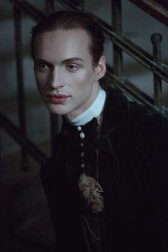 Vampiro de la segunda generación (con nombre rumano)