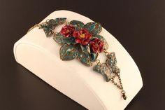 Bracelet handmade jewelry, vintage style Art Nouveau and boho, bracelet with elegant bronze filigree and red wild roses Handmade Bracelets, Handmade Jewelry, Unique Jewelry, Handmade Gifts, Vintage Style, Vintage Fashion, Turquoise Stone, Wicca, Art Nouveau