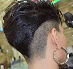 Short Hair Beauty: Photo I love this cut and side Funky Short Hair, Cute Hairstyles For Short Hair, Short Hair Cuts, Short Hair Styles, Pixie Cuts, Haircut And Color, Undercut Hairstyles, Undercut Mohawk, Shaved Hair