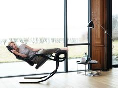 Chaise luge inclinable avec accoudoirs GRAVITY™ balans® Collection Relax by Varier Furniture | design Peter Opsvik