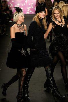 Jessica Stam, Agyness Deyn and Gemma Ward  Photo - Anna Sui - Runway - Fall 09 MBFW