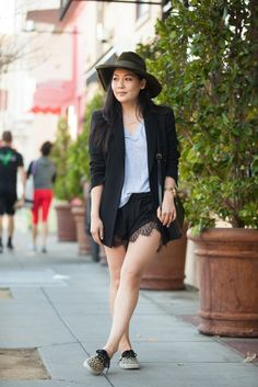 24 Too-Cool Tomboys In S.F. #refinery29  http://www.refinery29.com/63669#slide27  Name: Lindsey Louie Gig: Blogger at Complacency Kills Hood: Cow Hollow What She's Wearing: Vans sneakers, Finders Keepers shorts, rag & bone top, vintage blazer, hat, and bag, Jennifer Zeuner necklace, and Diesel watch.