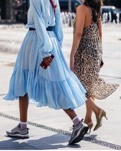 18 Blue Outfits – The Blue Totals we all wear this season - Outfit Styles Look Fashion, Fashion Outfits, Womens Fashion, Looks Style, My Style, Summer Outfits, Summer Dresses, Blue Outfits, Trendy Dresses