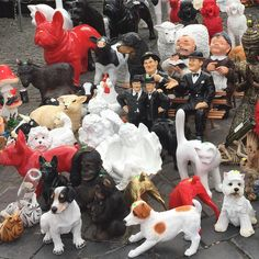 What??!?! Really???!?!? Market day in Ghent #gardengnomes #kitchkat #laurelandhardy #bonkersgardencreatures