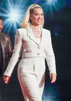 American Idol, White Outfits, Katy Perry, Dresses With Sleeves, Long Sleeve, Sweaters, Clothes, Fashion, Moda