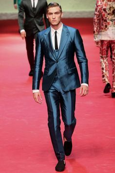 Spring-Summer 2015 Fashion Trends: Men's Suits Blue As we've already told you blue will be the new black in men's formal wear for the hot season of 2015. According to us - it's pretty cool.  #2015 #Blue