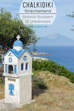 MrsBerry.de | Urlaub in Griechenland | Unberührte Natur findet ihr auf Sithonia, einem der drei 'Finger' der Halbinsel Chalkidiki in Griechenland. In allen Türkis- und Blautönen schimmerde Ägäis mit stillen und verträumten Badebuchten sowie weiten Ständen mit imposanten Steilküsten - all das ist Sithonia. Dazwischen noch ein paar grüne Farbkleckse, was will man mehr? Ich nehme euch mit auf unsere Reise und zeige euch 10 schöne Fleckchen und Fotostops auf Sithonia.