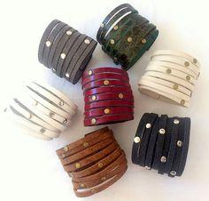 Classic artigianale largo, braccialetto di cuoio delle donne, perfetto come regalo per un caro amico, verde, bianco, marrone, nero, grigio,