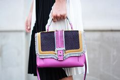 #fashion #outfit #style #streetstyle #ootd #look #lookoftheday #bags Paula Cademartori, Head Wraps, Clutch Bag, Style Inspiration, Shoulder Bag, Handbags, My Style, Outfit, Clutches