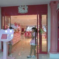 The Hello Kitty Dream Restaurant (Beijing, China) | 16 Of The Weirdest Themed Restaurants In The World
