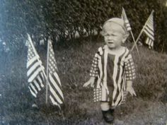 Antique Photos, Vintage Pictures, Vintage Photographs, 4th Of July Pics, Fourth Of July, American Flag Dress, Independence Day Decoration, Military Honors, Patriotic Dresses