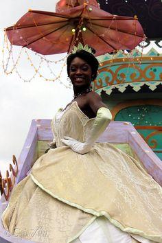 Tiana Disney, Disney Princesses, Disneyland Costumes, Tiana And Naveen, Princesa Tiana, Disney Face Characters, Vacation Places, Kawaii Fashion, Cosplay