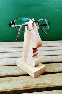 Brillenhalter aus Holz. Hergestellt mit der Dekupiersäge