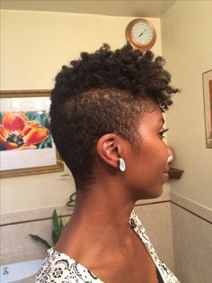 tapered cut on natural hair - - Image Search Results Natural Tapered Cut, Tapered Natural Hair, Tapered Twa, Short Natural Styles, Coiffure Hair, Tapered Haircut, My Hairstyle, Natural Hair Inspiration, Love Hair