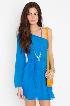 Love everything about this ensemble: the colors, the one shoulder, the necklace, the hair.