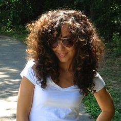 Creating Volume for Fine Curly Hair – Favorites Hair Styles Layered Curly Hair, Thick Curly Hair, Curly Hair With Bangs, Curly Hair Tips, Curly Hair Care, Big Hair, Wavy Hair, Curly Girl, Long Curly