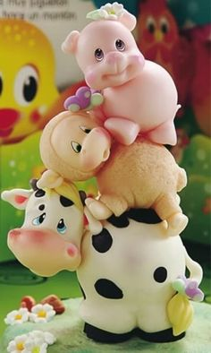 hermosos-souvenirs-de-animalitos-en-porcelana-fria-D_NQ_NP_360021-MLA20690695260_042016-F.webp (718×1200) Fondant Animals, Clay Animals, Cute Polymer Clay, Polymer Clay Miniatures, Farm Crafts, Cute Piggies, Clay Baby, Farm Party, Fondant Figures