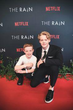 : The Rain on Netflix. Bertil De Lorenz (young Rasmus) and Lucas Lyngguaard Tønessen (teen-aged Rasmus). New Netflix, Netflix Series, Tv Series, Rain Tv Show, Netflix Recommendations, Rain Wallpapers, Me Tv, Film Serie, Teen Boys