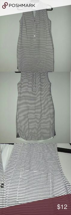 The limited dress Gray and white stripped seersucker XS dress from  The limited. 100% cotton  with buttons in the front and  just above the knee The Limited Dresses Mini
