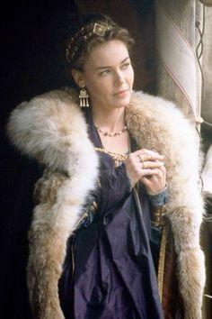 Lucilla, personagem de Connie Nielsen em Gladiador, exibe o luxo austero de Roma. Period Costumes, Movie Costumes, Cool Costumes, Teen Costumes, Woman Costumes, Pirate Costumes, Princess Costumes, Group Costumes, Halloween Costumes
