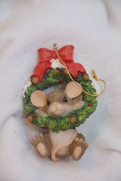 Charming Tails Holiday Christmas Wreath Ornament Mouse 2001