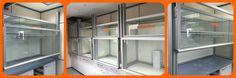 Cabinas construidas con perfil  de aluminio y accesorios MiniTec con cajoneras y puertas deslizantes