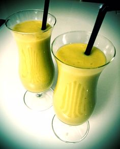 Mango-Inkivääri Smoothie:  300 g Mangopaloja, 2 dl omenamehua, 1 dl vettä, 1 tl Vaniliasokeria, 2 tl inkivääritahnaa, jääpaloja Healthy Food, Healthy Recipes, Hurricane Glass, Gluten Free Recipes, Smoothies, Mango, Lose Weight, Drinks, Eat