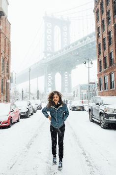 Remember that time zendaya had a blast in the nyc snow and looked adorable to boot Zendaya Coleman, Nyc Snow, Moda Converse, Snow Day Outfit, Zendaya Style, Zendaya Model, Zendaya Swag, Zendaya Outfits, Foto Pose
