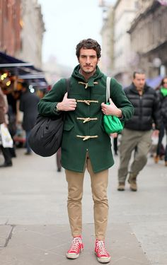 Beige chinos, red Converse and a green duffle coat. Pretty much the perfect casual outfit. Foto Fashion, Fashion Moda, Mens Fashion, Style Fashion, Fashion Menswear, Red High Top Sneakers, Pink Sneakers, Converse Sneakers, Pink Shoes