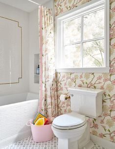 Pink and Green Floral Wallpaper in Chic Girls Bathroom - Transitional - Bathroom Zen Bathroom, Bathroom Wallpaper, Bathroom Interior, Master Bathroom, Spa Bathrooms, Washroom, Bathroom Ideas, Bad Inspiration, Bathroom Inspiration