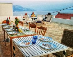 Outdoor Furniture Sets, Outdoor Decor, Hostel, Beautiful Places, Table Decorations, Home Decor, Decoration Home, Room Decor, Home Interior Design