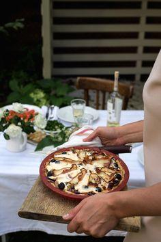 Początki jesieni i obiad w ogrodzie. Tarta cebulowa z boczkiem i pieczarkami. | Make Life Easier