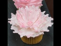 Learn how to create beautiful sugar peony and brush embroidery peony on cupcakes. For more inspiring fun cookies and cake decorating ideas please visit: http. Youtube Cake Decorating, Cake Decorating Videos, Cupcakes Decorating, Pretty Cupcakes, Mini Cupcakes, Cupcake Cakes, Mini Wedding Cakes, Wedding Cupcakes, Cupcake Youtube