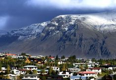 Find out everything that you can do in Reykjavik! All the best things to do in iceland! Mountain Photos, Mountain View, Visit Reykjavik, Reykjavik Iceland, Great Places, Places To Go, Inspired By Iceland, Thingvellir National Park, Unique Buildings