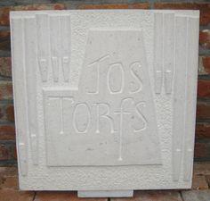Orgelpijpen en naam in protugese witsteen, eigen werk van Letter per Letter