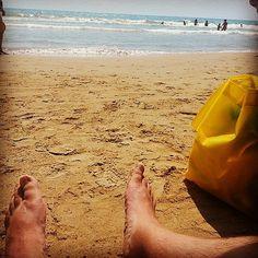 ¡¡Ya iba siendo hora de subir una foto de #postureo de #pies playeros!! :-) #ig #Instagram #Instagramers #igers #igersguardamar #Guardamar #costablanca #alacant #alicante #MarMediterráneo #verano #verano2014 #summer #playa #beach #picoftheday #photoofthed