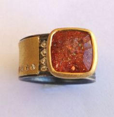 ATELIER ZOBEL Ring, Beautiful 5.17ct African Sunstone, Concave Cut, with 8 Champagne Diamonds vsi 0.08ct, 925/0 Silver, 22k Gold
