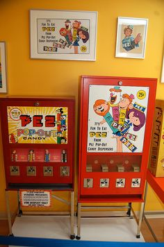 Two more awesome vintage PEZ machines. It's good they don't put these in stores anymore ... I'd go broke for sure!