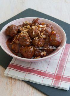 in my Red Kitchen: Bali Meatballs, it's my grandma's recipe! Dutch Recipes, Meat Recipes, Asian Recipes, Snack Recipes, Cooking Recipes, Healthy Recipes, Ethnic Recipes, Asian Kitchen, Red Kitchen
