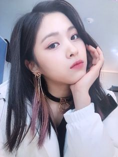 ITZY (있지) is JYP's new girl group. The members consist of Yeji, Lia, Ryujin, Chaeryeong and Yuna. South Korean Girls, Korean Girl Groups, K Pop, Close Up, Gogo Tomago, Korean Princess, Rapper, Soyeon, New Girl