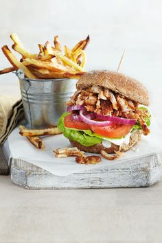 Slimming World BBQ pulled chicken burger recipe. You can enjoy this amazing burger all year round!