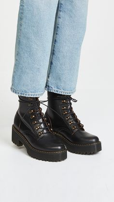 Doc Martens have been in style for almost 60 years, discover what made them so popular. We also discuss how to wear them in style! Doc Martens Outfit, Doc Martens Style, Doc Martens Boots, Dr. Martens, White Doc Martens, Cute Shoes, Me Too Shoes, Shoe Company, Designer Boots
