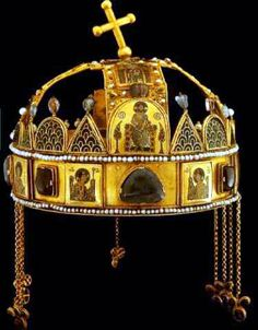 The crown of Saint Stephen (also known as the Holy Crown of Hungary) is not merely fancy headgear worn by the monarch of Hungary. By ancient tradition, the crown has legal personhood and is the mon… Royal Jewels, Crown Jewels, Byzantine Gold, Medieval Helmets, Saint Stephen, Rough Diamond, Ancient Artifacts, Tiaras And Crowns, Religious Art