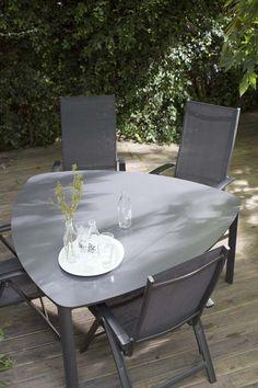 21-08 WIN deze Lizzy tafel (geschikt voor 6 personen) uit onze fotografie! Hoe? Volg ons, repin binnen 24 uur deze afbeelding en maak kans! #karwei #verlengjezomer