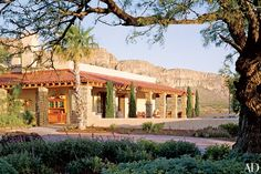 The square foot hacienda style main house on the Chalk Draw Ranch in West Texas is powered by wind and solar energy. Desert Environment, Spanish Style Homes, Spanish Revival, Spanish House, Spanish Colonial, Hacienda Style, Desert Homes, Mediterranean Home Decor, Green Landscape