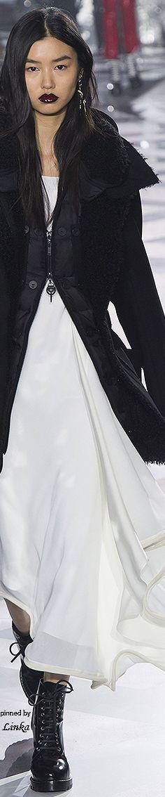 Louis Vuitton Fall/Winter RTW~ 2016~pinned by Linka Crosby