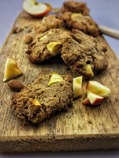 Apple Cinnamon Cookies. These healthy oatmeal apple cinnamon cookies are really quick to make. They are very nutritious and could also be a perfect breakfast. You can find the recipe online on organichappiness.nl or via the 'visit' button. Lactose Free Recipes, Egg Free Recipes, Snack Recipes, Cinnamon Cookies, Cinnamon Apples, Healthy Baking, Healthy Snacks, Healthy Recipes, Organic Cookies