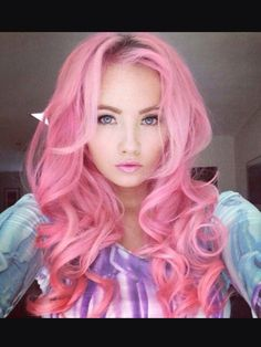 20 Easy to do Pink Hairstyles. Easy to do pink hairstyle for long hair. Pink color hairstyles for medium length hair. Pink colored hairstyles for short hair Bold Hair Color, Gorgeous Hair Color, Bright Hair Colors, Hair Colours, Goddess Hairstyles, Hairstyles Haircuts, Taylor Swift, Selena Gomez, Look Rose