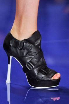 daeb044eb94 Vera Wang Spring 2014 Source  IMAXTREE Runway Shoes